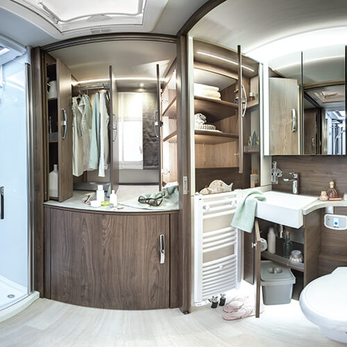 More room to move and extra storage space: Exclusive & spacious bathroom in all FRANKIA motorhomes